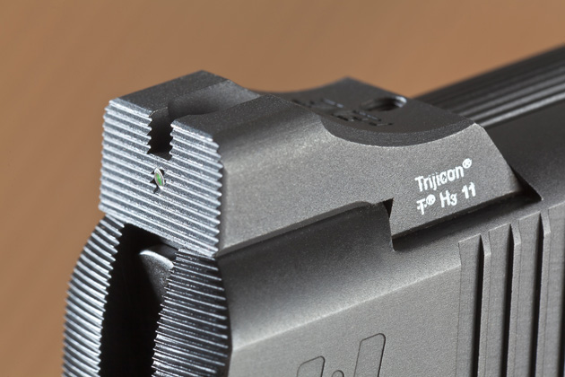Nighthawk Custom uses Heinie Straight Eight sights. The rear sight is textured against glare.