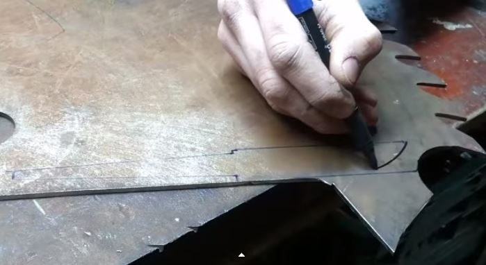 Turning an Old Saw Blade Into a Knife. This is What Craftsmanship Looks Like!