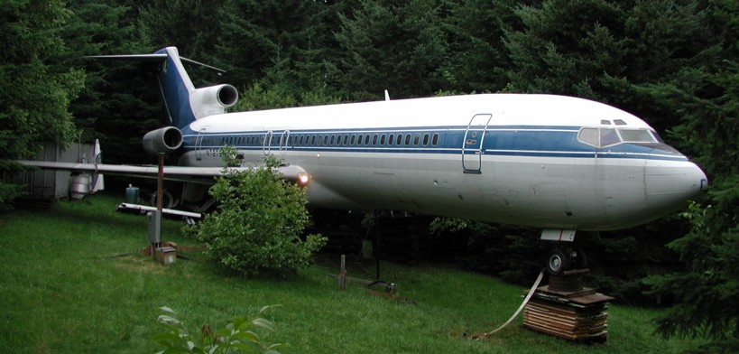 Living Off Grid in a Boeing 727