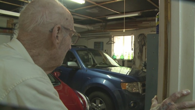 Clean Crook Showers and Shaves During Robbery of 94-Year-Old