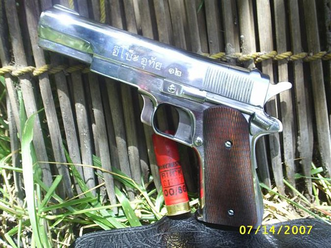 Break-open 12 gauge pistol, reputedly from Thailand.