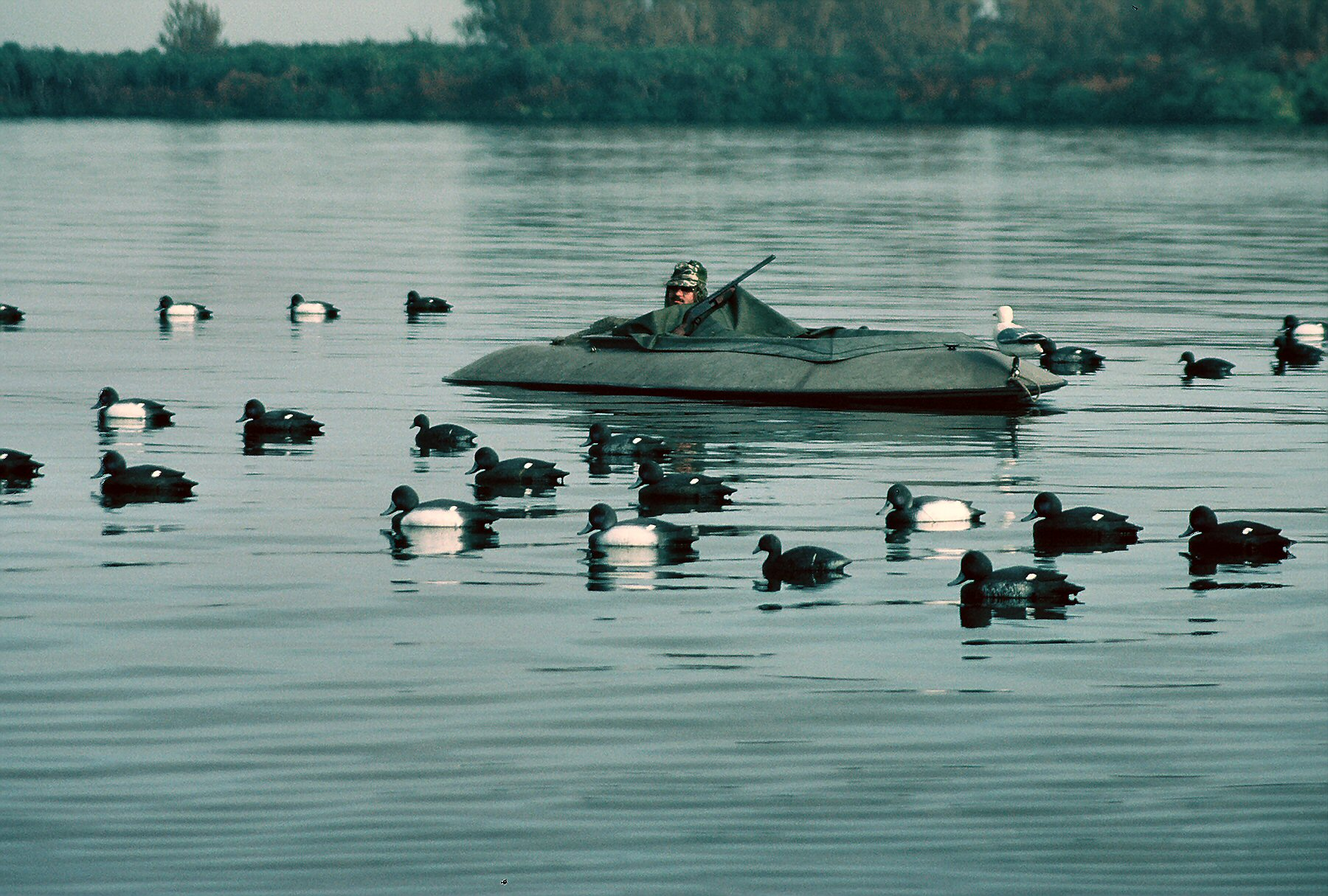 Layout Boats are the Ultimate for Waterfowling - AllOutdoor.com
