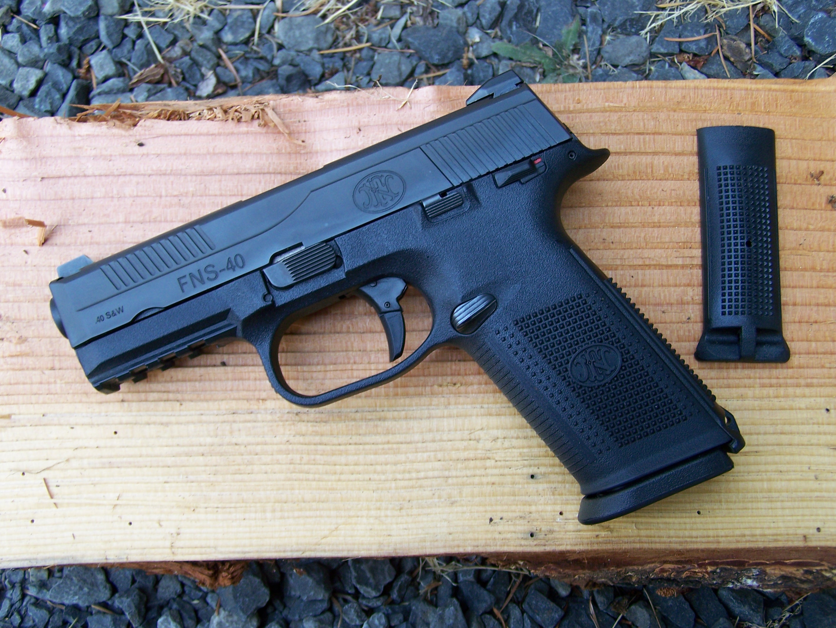 Review: FN FNS Semi-Automatic Pistol in 40 S&W