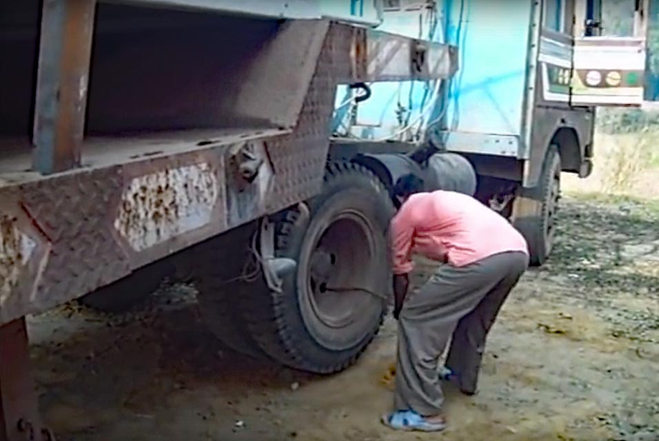 West Bengal, India: Starting a Large Truck With a Rope (Video)