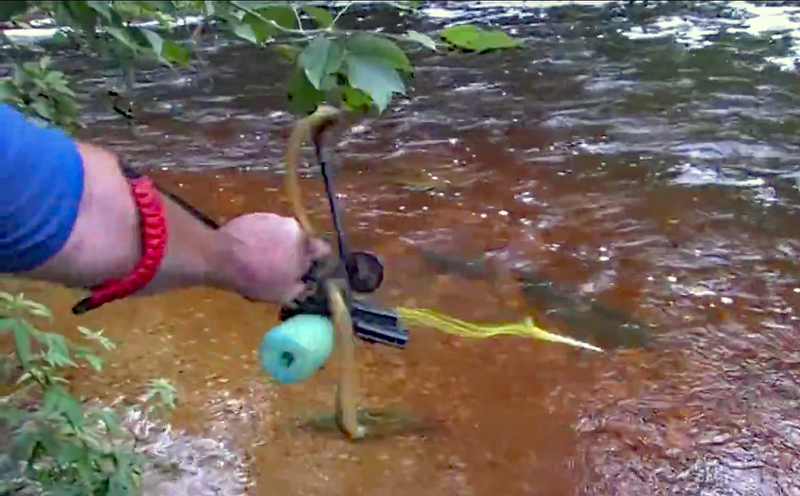 Video: Bowfishing With Bad Ass Slingshots Slingbow