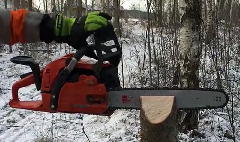 """Watch: """"Amazing Chainsaw Hack"""" for Sharpening a Chain in the Field"""