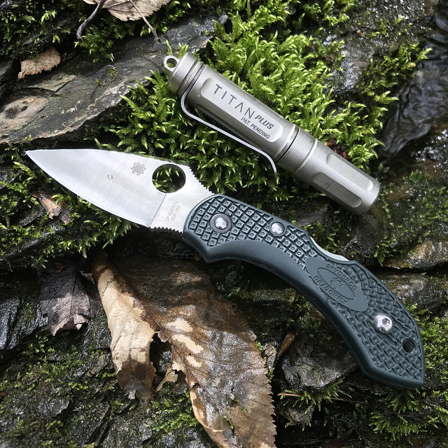 Recommendations 2017: Knife and Light Combo Under $200