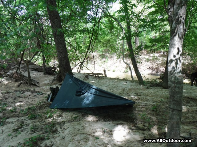 How to Build an Emergency Poncho Shelter