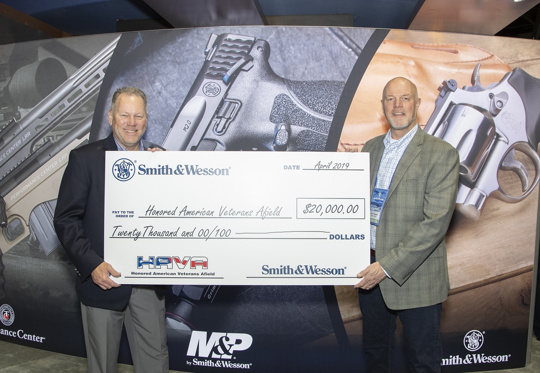 Smith & Wesson Donates $20,000 to 'Honored American Veterans Afield'