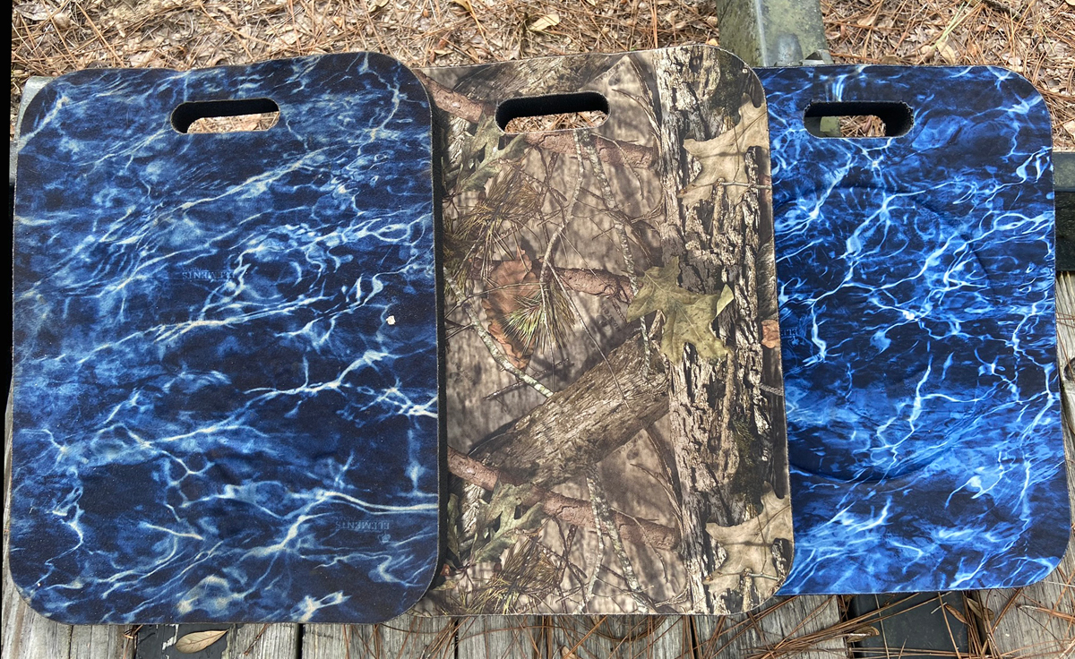 The available Mossy Oak camo patterns are Break-Up Country and Elements Agua. The pad on the left has seen a lot of use. (Photo © Russ Chastain)