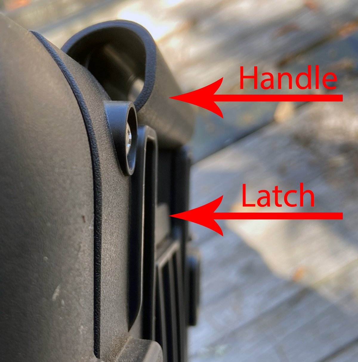 Handle latch is not likely to snag on anything (Photo © Russ Chastain)