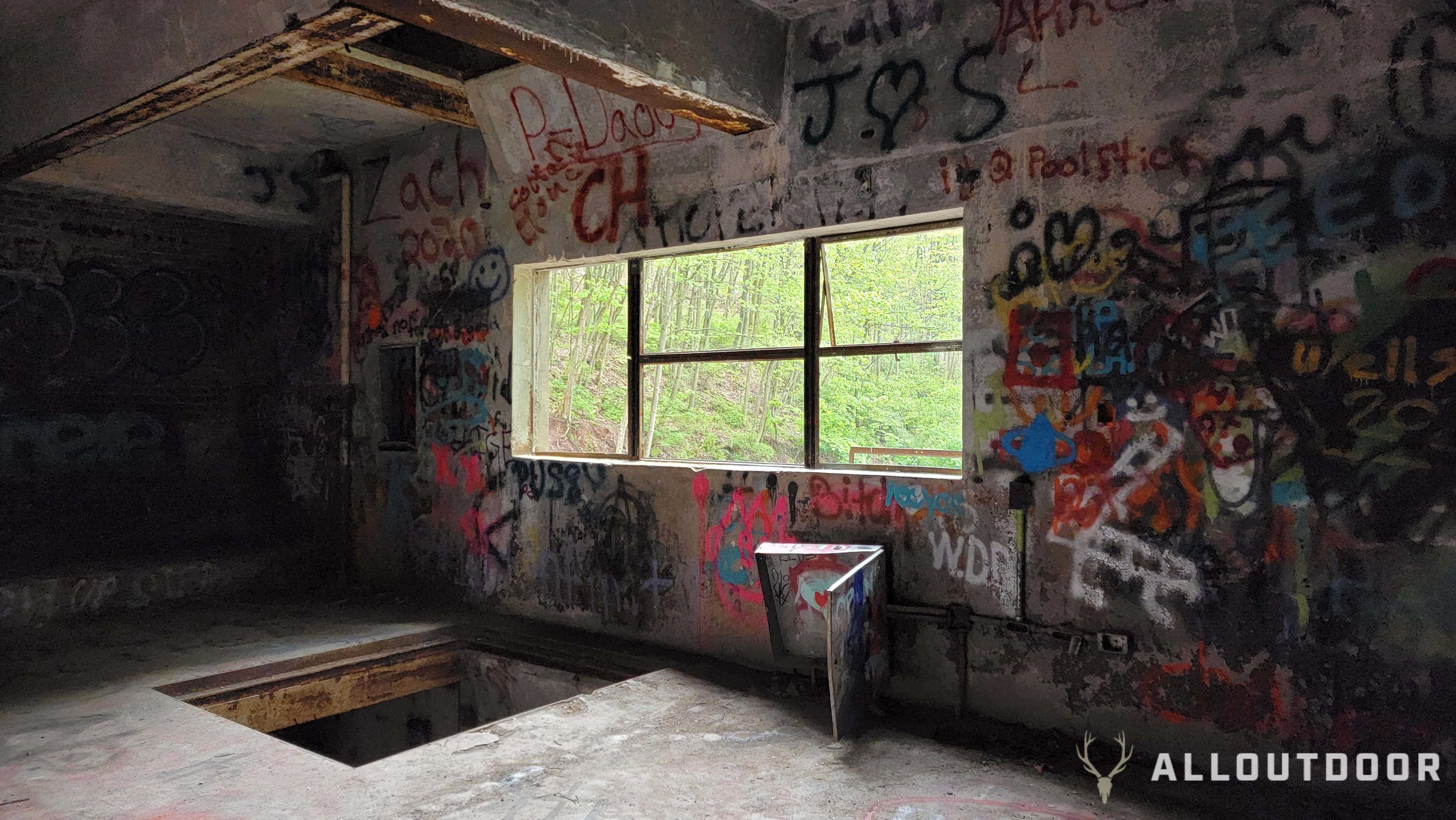 AO Review: Exploring the Apocalyptic Abandoned Pennsylvania Turnpike
